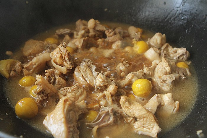 Rang hạt dẻ mãi cũng chán, đem nấu với thịt gà kiểu này làm ai cũng ăn vài bát cơm - 8
