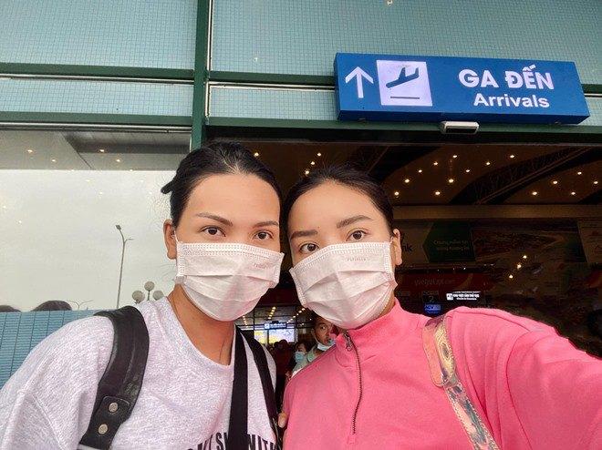 Sao Việt 24h: Đưa bà đẻ miền Trung đi cấp cứu, xe của Hòa Minzy bị dân ném vỡ kính - 7