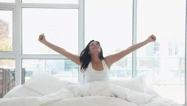 Tại sao lại kê 4 chiếc gối trên giường trong khách sạn tình yêu? Công dụng thực sự là gì? - 3