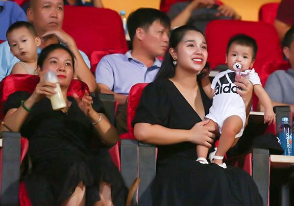 Hội các nàng Wags Việt sau sinh: Ai cũng hóa mỹ nhân, chỉ một người mãi vẫn béo ú - 12
