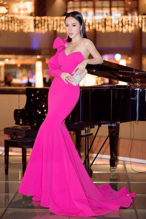 Nữ hoàng thảm đỏ Angela Phương Trinh hóa hoa hồng đen ngày trở lại - 6