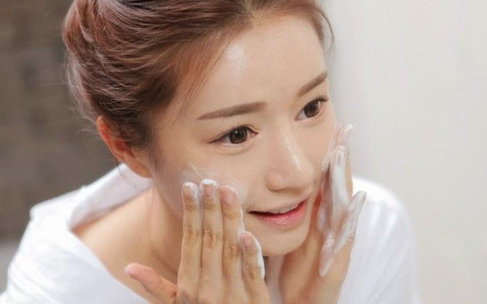 Thời tiết thay đổi, chị em cứ rửa mặt theo cách cũ thể nào da cũng khô sần, xám xịt - 4