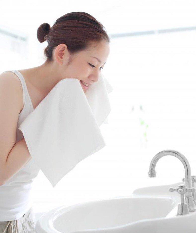 Thời tiết thay đổi, chị em cứ rửa mặt theo cách cũ thể nào da cũng khô sần, xám xịt - 5