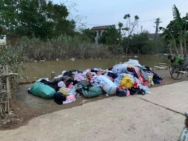 Quần áo từ thiện chất thành đống không ai nhận: CĐM tranh cãi, dân miền Trung lên tiếng - 3