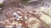 Bão số 9 - Molave: Cô gái trẻ bị bức tường dài 30m đổ sập, đè lên người