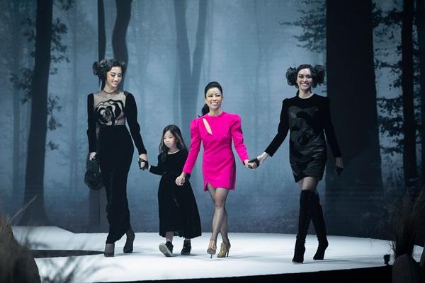 Diện váy xuyên thấu khoét bạo, Lương Thuỳ Linh khoe vòng một đẹp nhất làng Hoa hậu - 5
