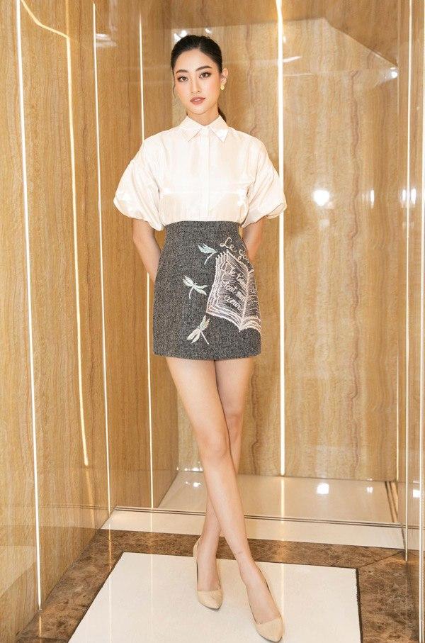 Diện váy xuyên thấu khoét bạo, Lương Thuỳ Linh khoe vòng một đẹp nhất làng Hoa hậu - 10