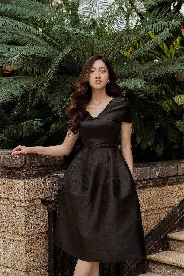 Diện váy xuyên thấu khoét bạo, Lương Thuỳ Linh khoe vòng một đẹp nhất làng Hoa hậu - 14