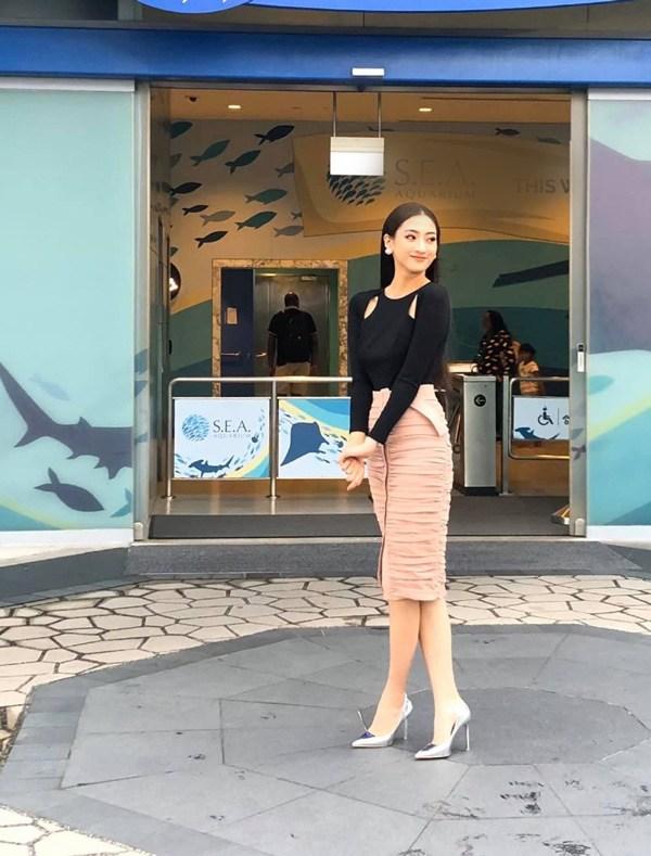 Diện váy xuyên thấu khoét bạo, Lương Thuỳ Linh khoe vòng một đẹp nhất làng Hoa hậu - 11