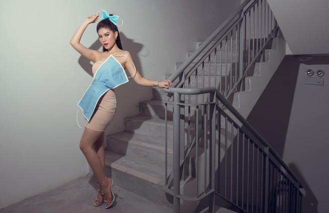 Sao Việt hoá trang Halloween: váy công chúa, đầm cắt bạo được tận dụng khoe triệt để body bốc lửa - 9