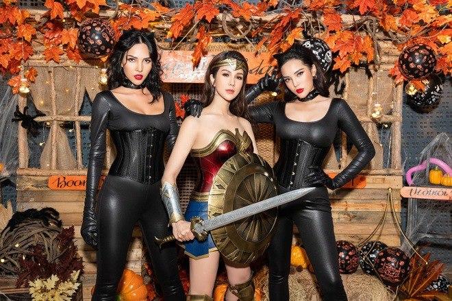Sao Việt hoá trang Halloween: váy công chúa, đầm cắt bạo được tận dụng khoe triệt để body bốc lửa - 5