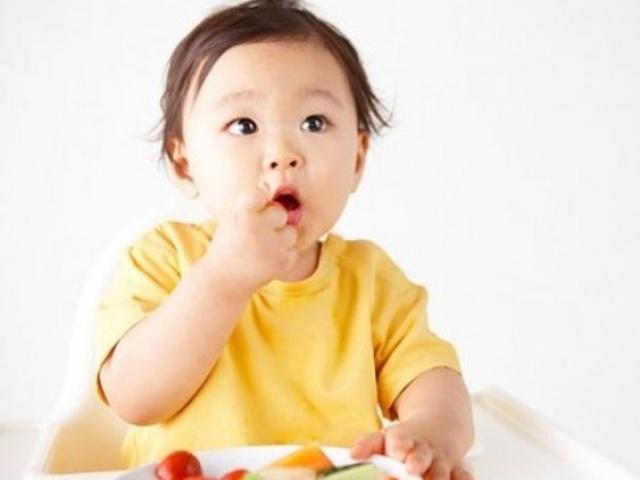 Những sai lầm phổ biến khi cho con ăn dặm cha mẹ hay mắc phải