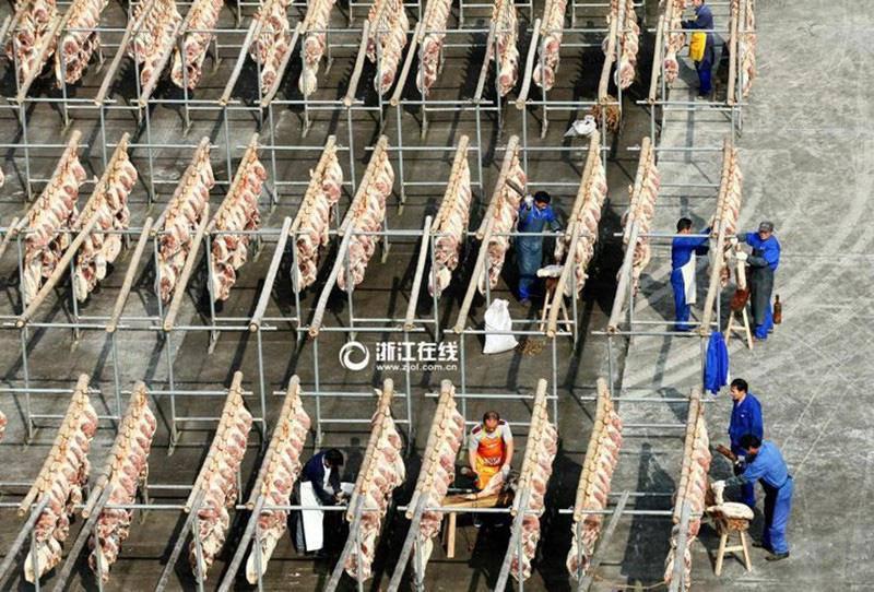 Toát mồ hôi với đặc sản đùi lợn đen sì, mốc meo quanh năm của người Trung Quốc - 4