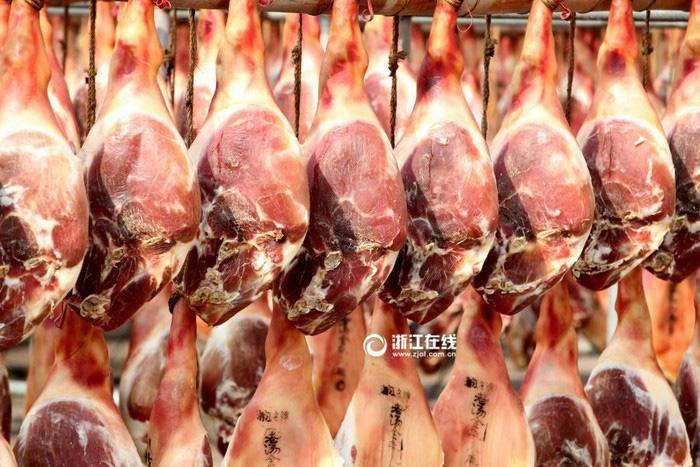 Toát mồ hôi với đặc sản đùi lợn đen sì, mốc meo quanh năm của người Trung Quốc - 9