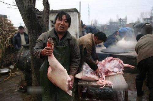 Toát mồ hôi với đặc sản đùi lợn đen sì, mốc meo quanh năm của người Trung Quốc - 5