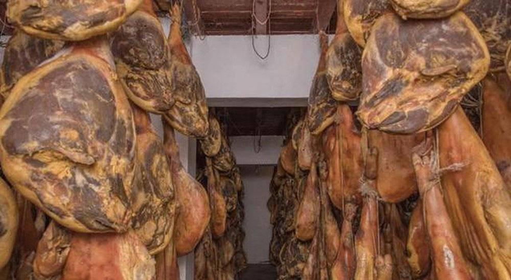 Toát mồ hôi với đặc sản đùi lợn đen sì, mốc meo quanh năm của người Trung Quốc - 8