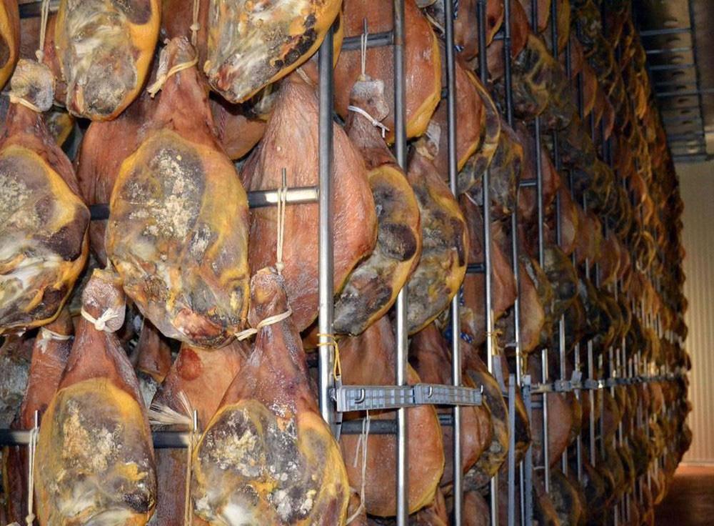 Toát mồ hôi với đặc sản đùi lợn đen sì, mốc meo quanh năm của người Trung Quốc - 6