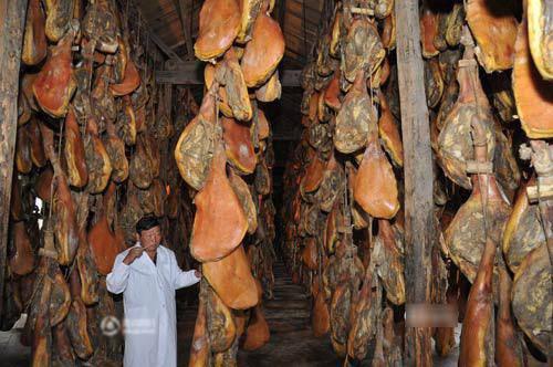 Toát mồ hôi với đặc sản đùi lợn đen sì, mốc meo quanh năm của người Trung Quốc - 10