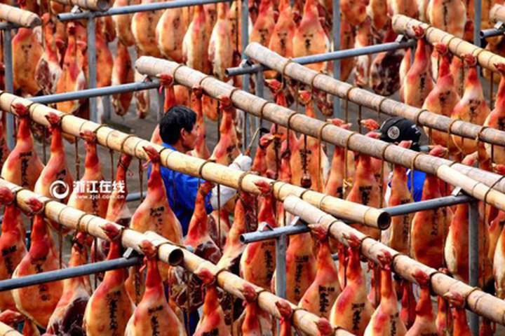 Toát mồ hôi với đặc sản đùi lợn đen sì, mốc meo quanh năm của người Trung Quốc - 14