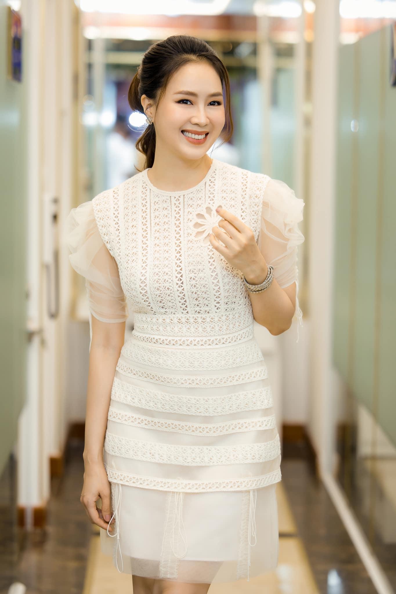 Hồng Diễm hoá thân nàng công chúa tuổi U40, không váy đầm bồng bềnh vẫn đẹp vượt mặt đàn em - 6