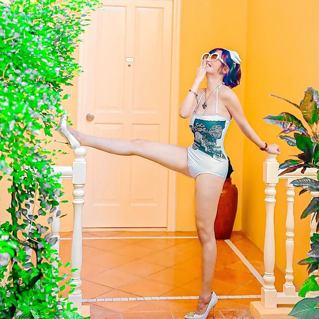 Hiếm hoi ái nữ Minh Nhựa diện bikini khoe dáng sau sinh, hút bộn like không thua amp;#34;mẹ kếamp;#34; - 6