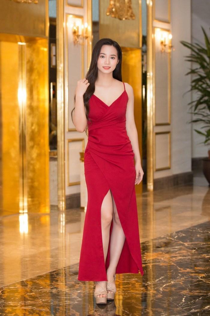 Chơi trội diện bikini 2 mảnh, 10X amp;#34;nổi bần bậtamp;#34; giữa dàn thí sinh Hoa hậu Việt Nam 2020 - 6