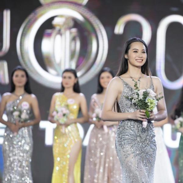Chơi trội diện bikini 2 mảnh, 10X amp;#34;nổi bần bậtamp;#34; giữa dàn thí sinh Hoa hậu Việt Nam 2020 - 3