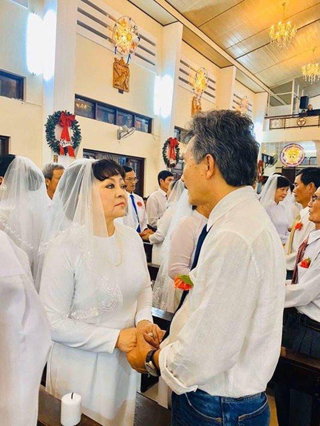Nghệ sĩ Hương Lan: Tan vỡ hôn nhân 7 năm và đám cưới ở tuổi 63 bao người ngưỡng mộ - 9