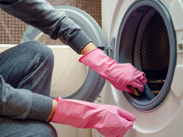 Vệ sinh máy giặt đơn giản tại nhà máy chạy êm giặt cực sạch