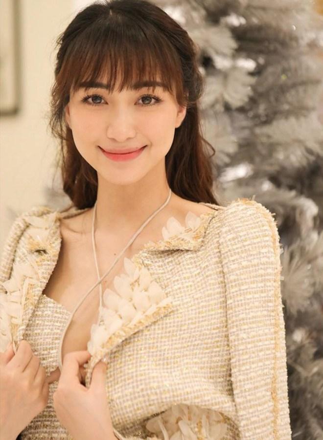 Ngày Công Phượng lấy vợ, Hoà Minzy không diện váy trắng vẫn đẹp lộng lẫy như nàng công chúa - 1