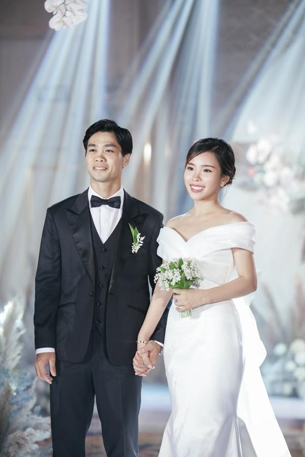 Là tiểu thư nhà giàu, vợ Công Phượng chỉ diện toàn váy áo đơn giản trong ngày cưới - 5