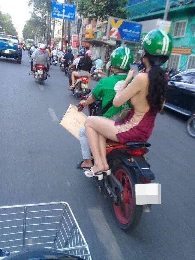 Mỹ nhân Việt diện đầm xẻ bạo cũng amp;#34;chào thuaamp;#34; hội gái Trung với kiểu đồ cắt không điểm dừng - 6