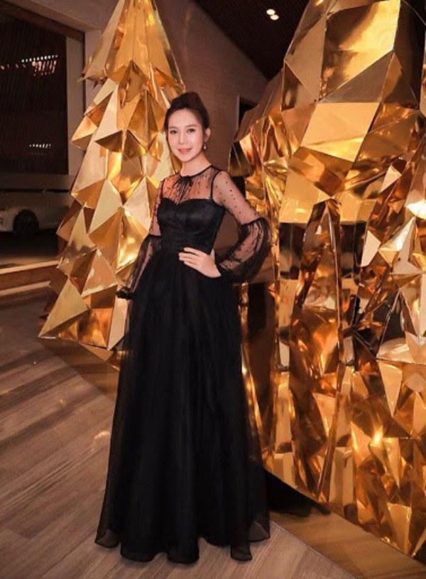 10 năm ngày cưới: Minh Hà diện váy bồng bềnh bên Lý Hải, mẹ 4 con đẹp như công chúa - 7