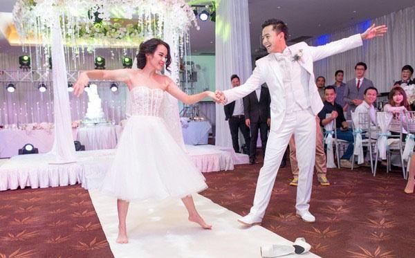 Sao Việt amp;#34;tả tơiamp;#34; trong đám cưới: Người rách váy, kẻ bị lột đồ vẫn không bằng Đông Nhi - 13