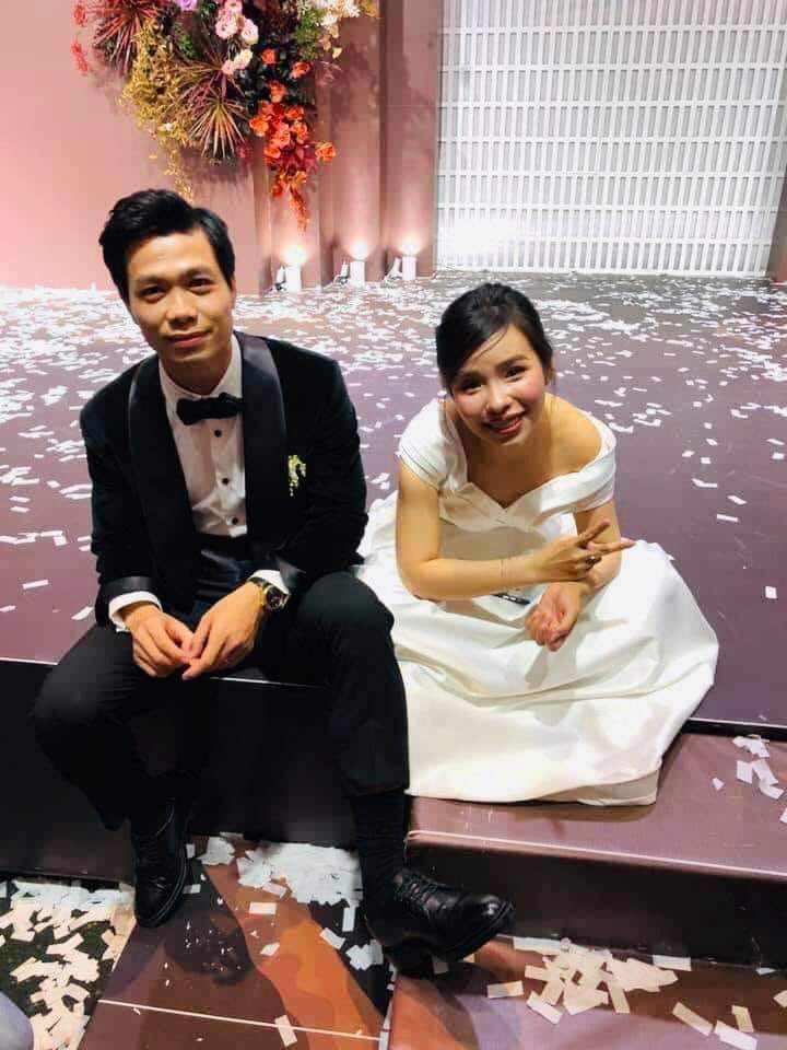 Sao Việt amp;#34;tả tơiamp;#34; trong đám cưới: Người rách váy, kẻ bị lột đồ vẫn không bằng Đông Nhi - 1