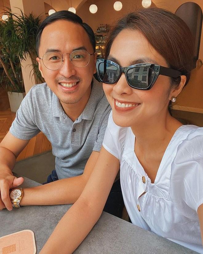 Sánh đôi với chồng toàn diện váy thướt tha, đổi sang skinny jeans Hà Tăng liền bị soi khuyết điểm - 1