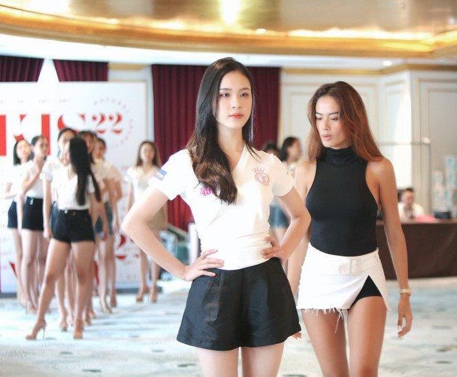Cô giáo siêu mẫu của dàn Hoa hậu Việt Nam: làm mẹ 2 con mà body bốc lửa miễn bàn - 3