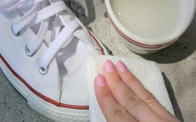 Vệ sinh giày sạch như mới đơn giản tại nhà cho mọi loại giày - 4