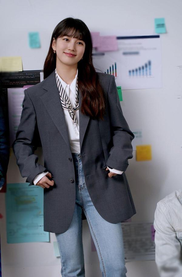 """Với vài trang phục cơ bản, """"Tình đầu quốc dân"""" Suzy phối đồ công sở đẹp mê trong phim mới - 1"""