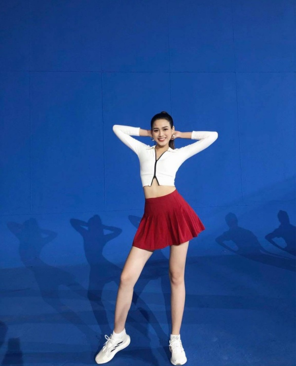 Cận cảnh đôi chân dài 1,11m nuột nà như báu vật của Tân Hoa hậu Việt Nam Đỗ Thị Hà - 3