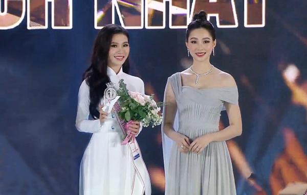 Đặng Thu Thảo chạm trán amp;#34;bản sao nhan sắcamp;#34; trên sân khấu Chung kết Hoa hậu Việt Nam 2020 - 1