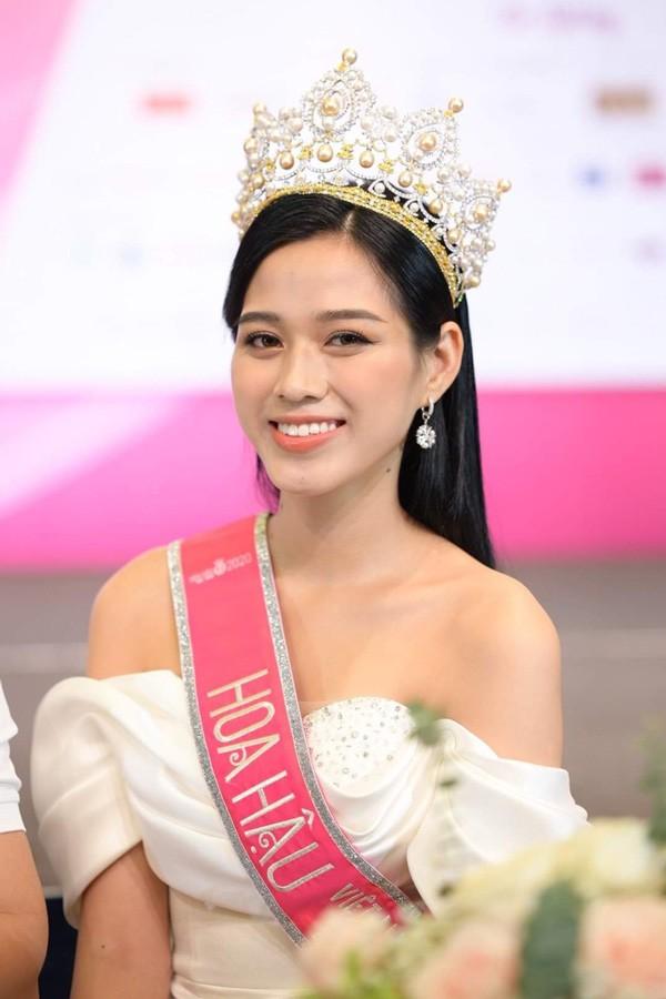 Trước khi lộng lẫy muôn kiểu váy áo, tân Hoa hậu Đỗ Thị Hà từng gắn bó đồ làm nông - 3