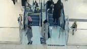 Bé gái bị kẹt tay vào thang cuốn và màn giải cứu gây tranh cãi