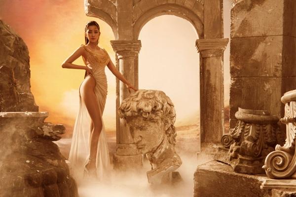 Mặc đầm dạ hội mà lộ da thịt nhiều hơn cả bikini, Vbiz chắc chỉ có Ngọc Trinh, Chi Pu - 11