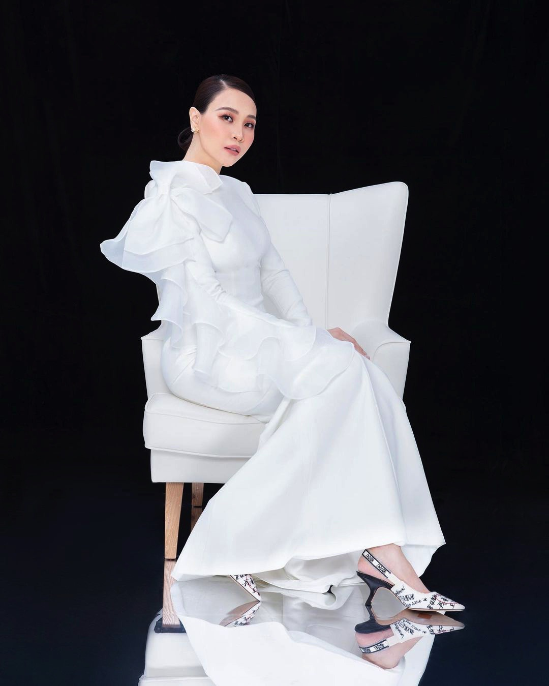 """Tái xuất sau sinh: Hà Hồ diện váy cô dâu, Đàm Thu Trang mặc đầm trắng """"chặt chém"""" không kém - 3"""