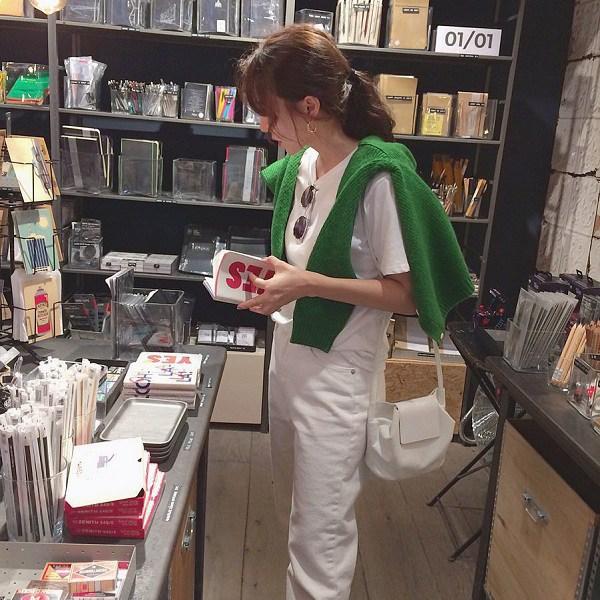 Cứ nhìn hội sao Hàn diện cardigan amp;#34;chanh xảamp;#34;, nàng biết ngay đây là item cần sắm nhất mùa này - 16