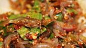 Đặc sản còn sống nhảy tanh tách của Thái, nhìn thì sốc mà ăn vào gây nghiện