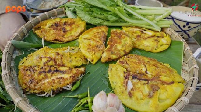 MC làm từ thiện nhiều nhất Việt Nam lần đầu làm bánh xèo miền Trung, lúng túng vì điều này - 6