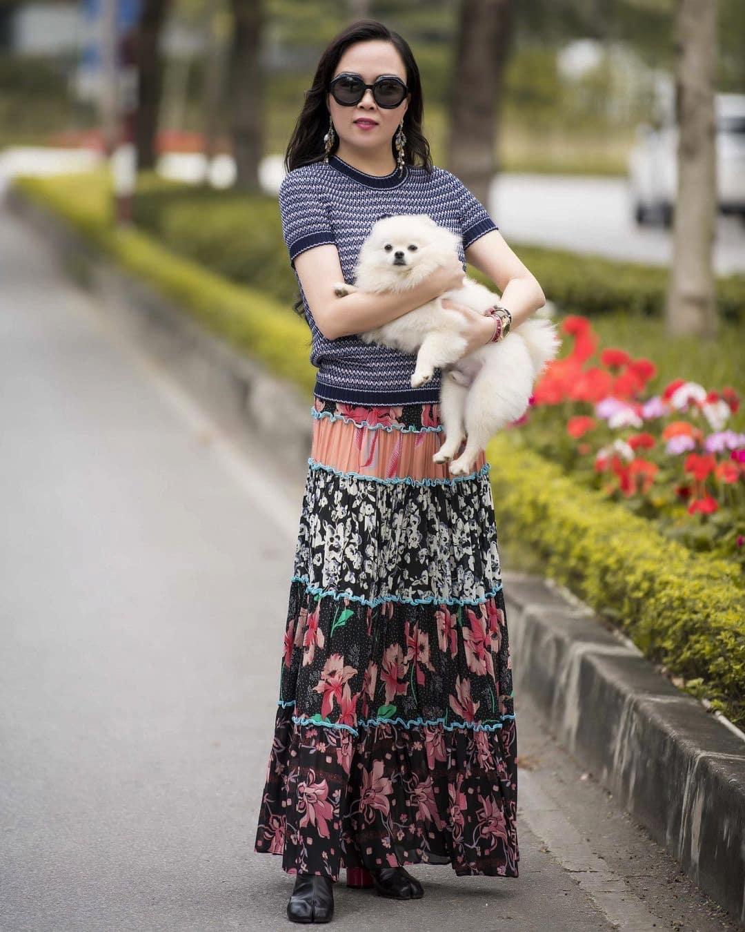 Phượng Chanel đúng là có thù với chân váy dài: cứ amp;#34;lên đồamp;#34; đón ngày rétlại dìm dáng thấy thương - 4
