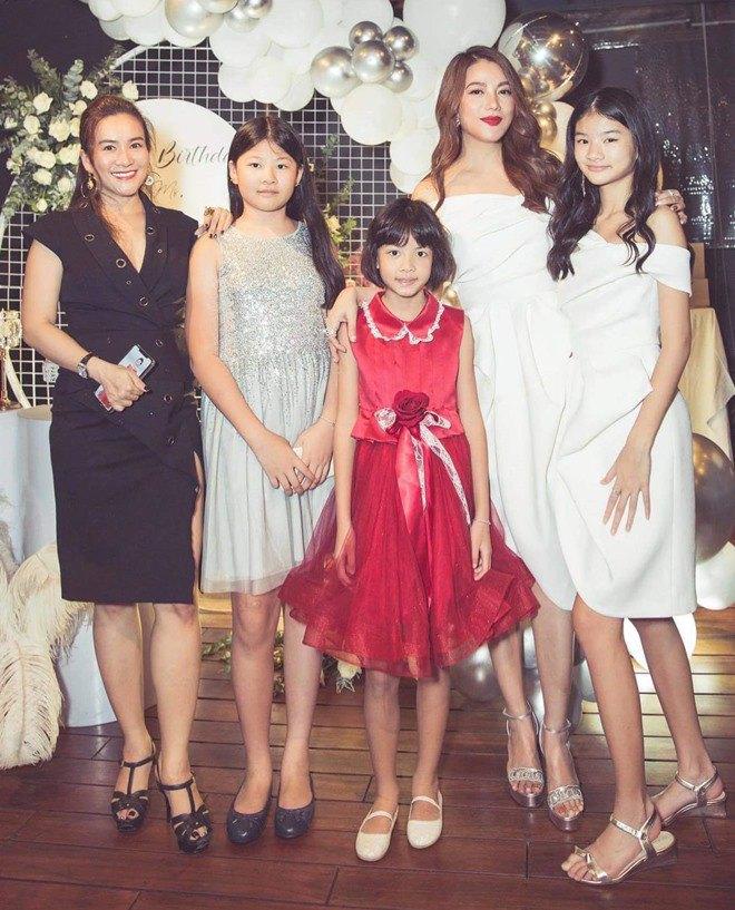 Con gái Trương Ngọc Ánh đứng cạnh một bé gái giống như chị em ruột, danh tính cũng không vừa - 8